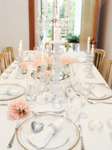Silver beaded napkin rings, a tinkly silver heart favour and a gold beaded charger plate - love mixed metallics.