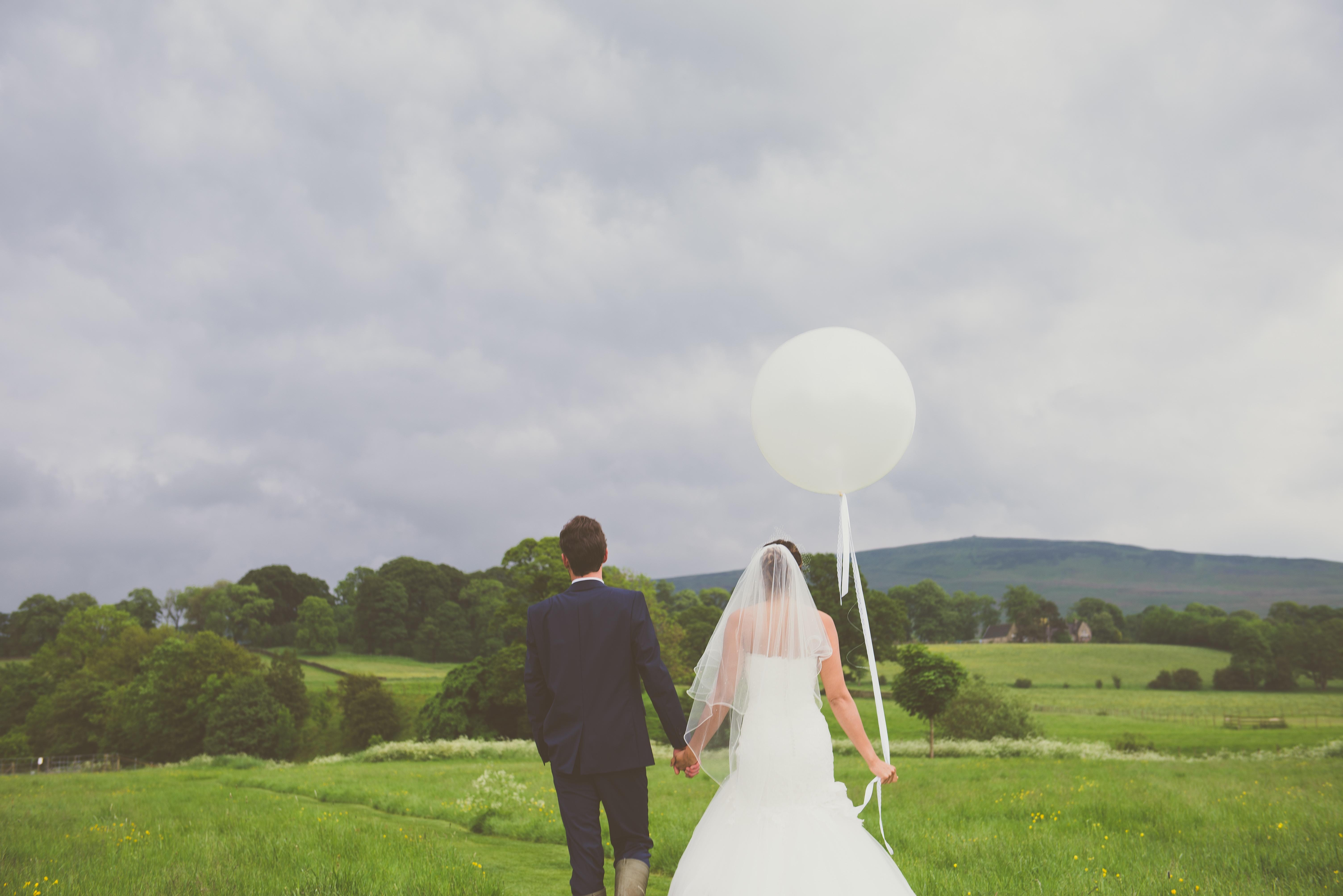 Yorkshire Wedding Planner, Luxury Yorkshire Wedding Venue, Big Round Balloon, Photography Prop