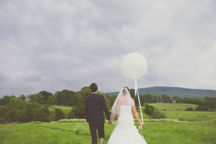 Yorkshire Wedding Planner, Luxury Yorkshire Wedding Venue, Big Round Balloon, Photography Prop