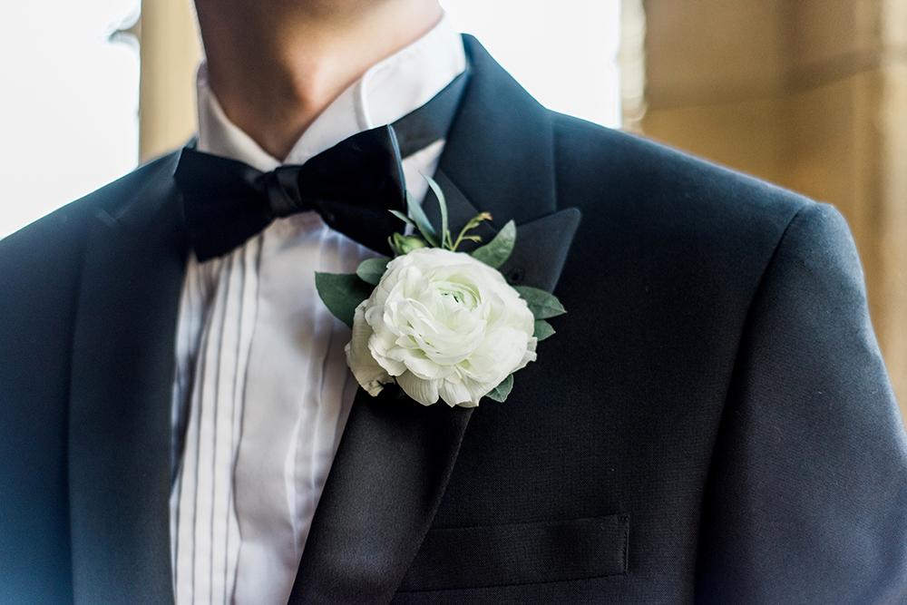 blacktie,groomswear,mensweddingwear,dinnerjacket,dickiebow,whiteandgreenbuttonhole