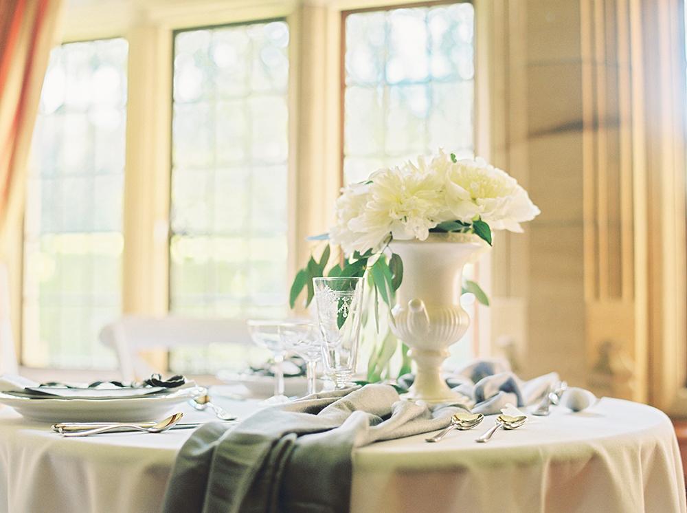 finedining,victorian,archetcture,weddingtable,weddingflowers,weddingstylist