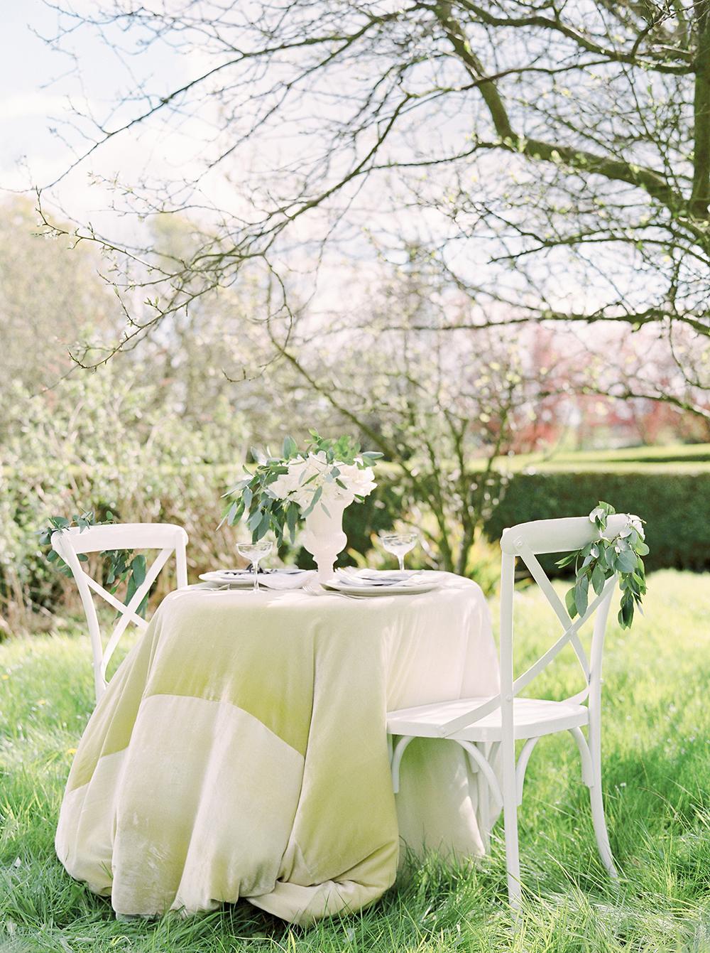 sweetheart table,al fresco wedding, outdoor wedding,wedding table for two,
