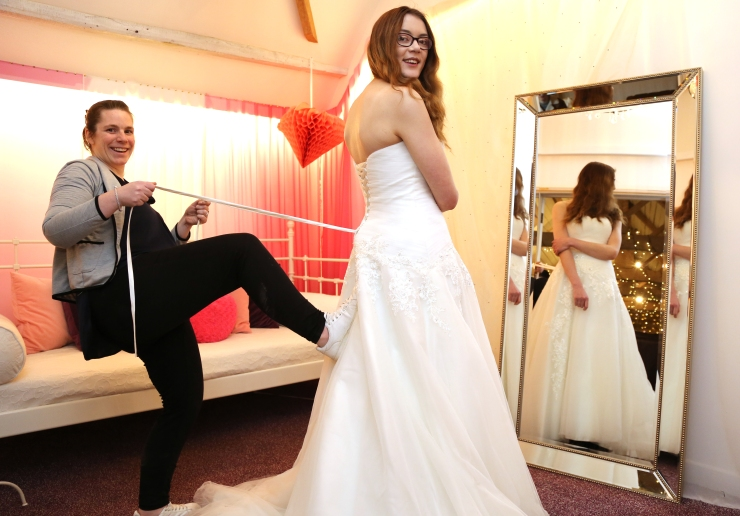 behind the scenes at my wedding,lacing up my wedding dress,a helping hand,