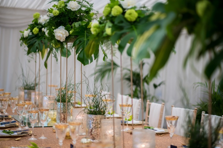 top table, gold banquet table, gold tablescape, tall centrepieces, lavish florals, tropical flowers,