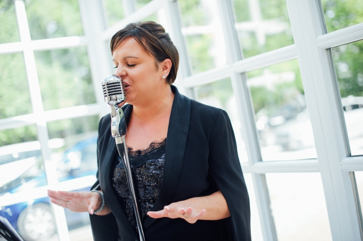 wedding singer, female vocalist, wedding band, party singer, drinks reception entertainment,