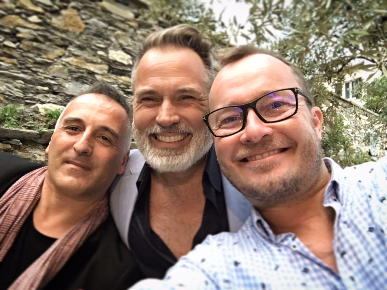 boys selfie, male wedding planners,